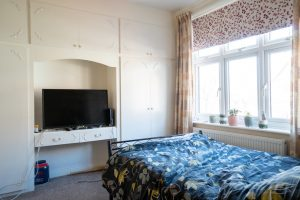 House Share, Hinckley Road